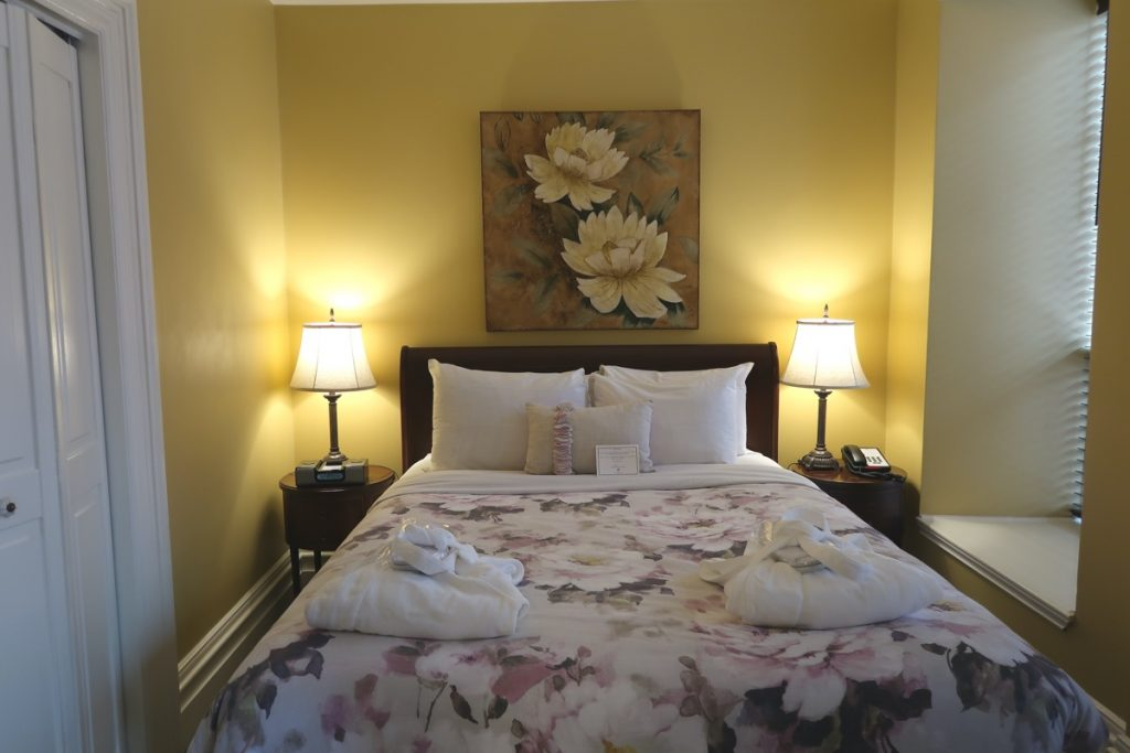 A bedroom in the Halliburton boutique hotel halifax GUIDE TO THE BEST HALIFAX HOTELS
