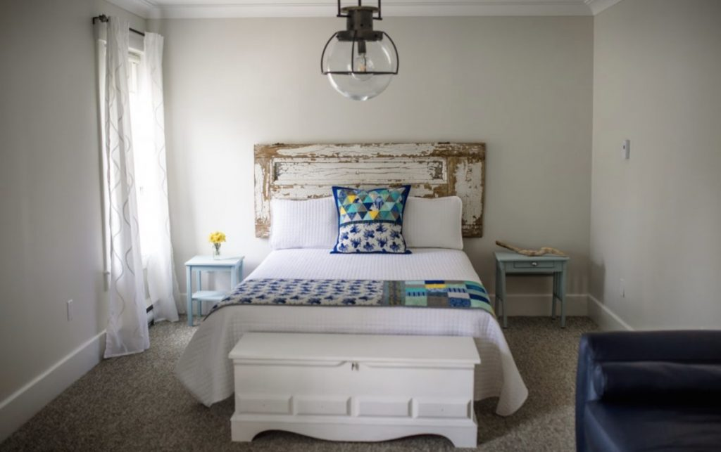 kitchinn bed and breakfast in mahone bay nova scotia